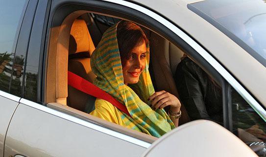 تصاویری جنجالی! از ماشین میلیاردی الناز شاکر دوست