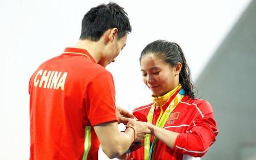 فیلم و تصاویر جنجالی از خواستگاری روی سکوی مدال های المپیک 2016 ریو